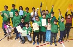 Escola del Club Escacs Montornès amb els premis