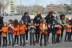 Prop de 300 alumnes han participat en la cadena humana