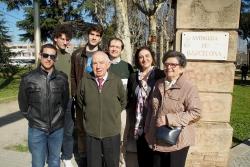 Emilio Lecina, acompanyat per la seva família, a la porta de Manso Calders