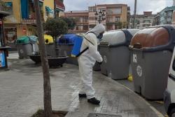 Neteja i desinfecció de la zona de contenidors de la plaça de la Font
