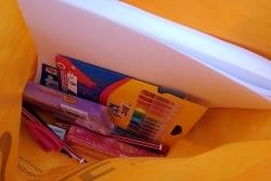 Lots de material escolar bàscic per als infants que no en tenen