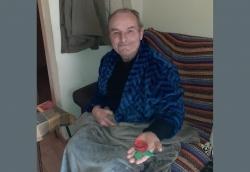 Les persones usuàries del menjador social per a la gent gran, també han tingut la seva rosa de Sant Jordi