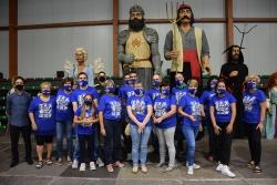 Voluntaris i voluntàries de la xarxa #CuidemnosMontornès amb els Gegants de Montornès, després del pregó.