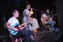 19/09/2020 - Concert amb la cantautora local Ariana Zar