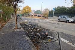 Contenidors cremats a l'avinguda Mare de Déu de Montserrat