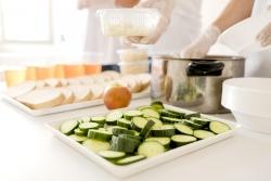 Preparació d'aliments (imatge: freepik)