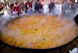 La paella Sadurnina, una tradició de la festa patronal
