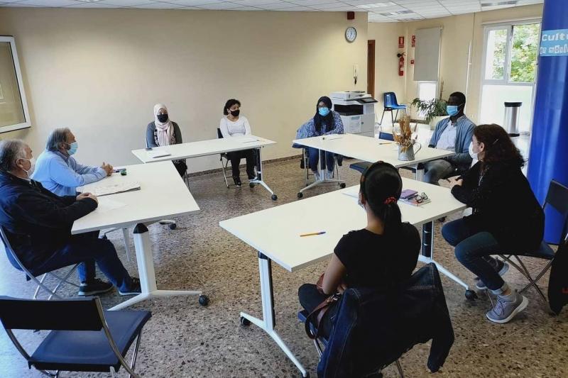 Converses en català a la Biblioteca (imatge: Biblioteca de Montornès)