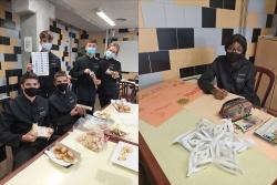 Alumnat de l'EHVO preparant la campanya de galetes solidàries en favor de La Marató de TV3 (imatges: EHVO)