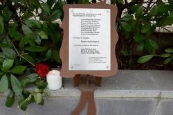 Placa a la plaça de la República en record dels 11 montornessencs morts durant la Guerra i els 3 assassinats als camps d'extermini nazis