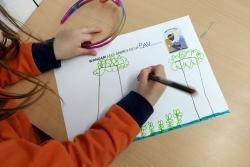 """Escola Mogent: P4 treballa el conte """"Wangari i els arbres de la Pau"""" de Jeanette Winter pel Dia de la Dona (Foto: Escola Mogent)"""