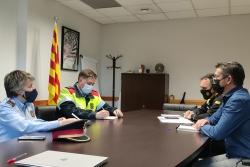 Trobada, aquest dilluns, entre l'alcalde, José A.Montero, i responsables de la Policia Local i dels Mossos d'Esquadra