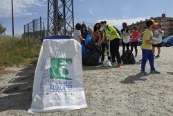 Un moment de la jornada Let's Clean Up Europe a Montornès (imatge: Montornès Animal)