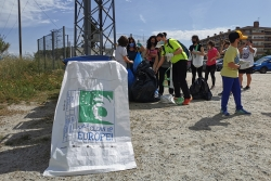 Un moment de la jornada Let's Clean Up Europe a Montornès (imatge: Montornès Animal)