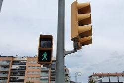 Les òptiques dels semàfors són LED i incorporen un sistema sonor per a persones invidents