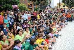 15/09/2013 - Esperant la Dansa de la Batalla a la pl. de Joan Miró