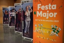Plafons de la imatge de la Festa Major 2021 i de la campanya Pura Vida a l'acte de presentació d'aquest dimecres.