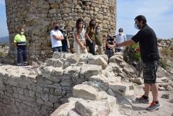 Un moment de la visita al Castell de Sant Miquel d'aquest dijous.