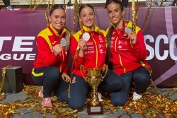 María López amb les seves companyes d'equip Raquel Roy i Lídia Rodríguez (imatge: RFK)