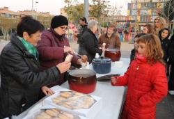 29-11-2013 - Xocolatada infantil a la plaça de Pau Picasso