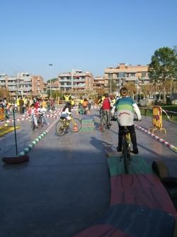 3-12-2006 - I Gimcana escolar a la plaça de Pau Picasso