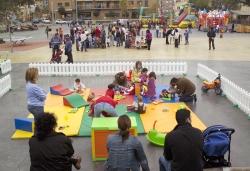 25-11-2006 - Parc infantil a la plaça de Pau Picasso