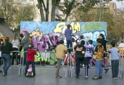 29-11-2006 - V anys de CIJC - Mural Jove a la plaça de Pau Picasso