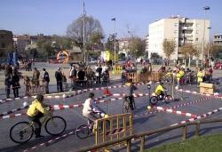 3-12-2006 - Gimcana escolar a la plaça de Pau Picasso