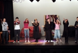 """2-12-2007 - Montornès Teatre - """"Cercant"""" a càrrec del grup avançat de l'Aula Municipal de Teatre"""