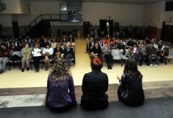 """25-11-2011 - Dia Internacional contra la violència de gènere - Col·loqui després de la representació de l'obra """"Estimar sense morir"""""""