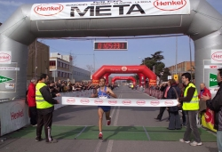 Arribada del guanyador de la Mitja, Moustafa El Younes