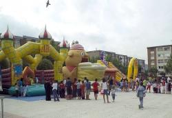 Parc infantil a la plaça del Poble