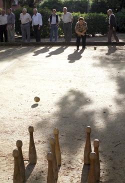 Petanca i bitlles per a la gent gran als jardins de an Xerracan