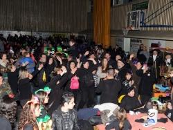 Ambient de festa de carnaval al Pavelló Municipal d'Esports