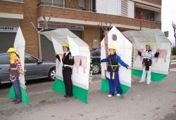 "Concurs de disfresses: 2n premi infantil grup: ""La casa de tu vida"""