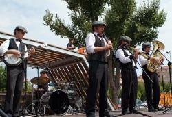 Espectacle - Vertmouth a la plaça Pau Picasso amb Royal Garden