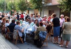 Exhibició de Puntaires al carrer de Jaume Balmes