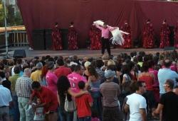 Demostració de Dansa i Música a la plaça de Pau Picasso