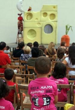 Teatre per a infants a la plaça de Margarita Xirgu