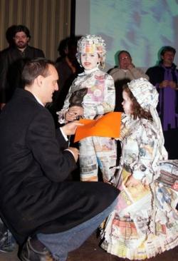 Dissabte de Carnaval - 1r premi parella infantil: Época de papel