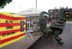 26 d'abril - II Festa del Drac a la plaça de Pau Picasso (la pluja va obligar a suspendre bona part dels actes)