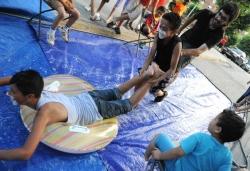 Gimcana infantil d'aigua per Sant Joan (Any 2011)