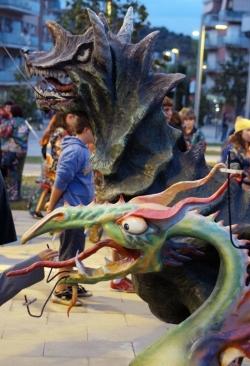 Correfoc infantil - Primera actuació del drac petit, apadrinat pel drac de Vilanova i la Geltrú