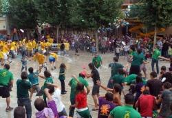 Guerra de globus d'aigua entre Bartomeus i Pere Antons