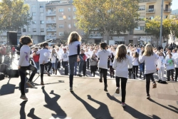 """Flashmob """"Vine a ballar contra la violència envers les dones"""""""